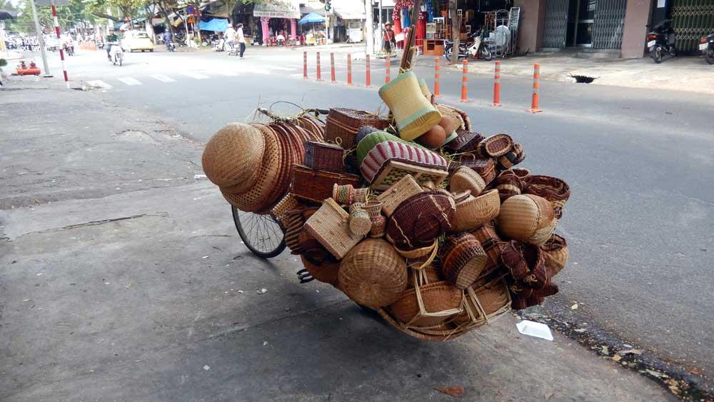 Vietnam 2015 - Da Nang a street hawker's bike